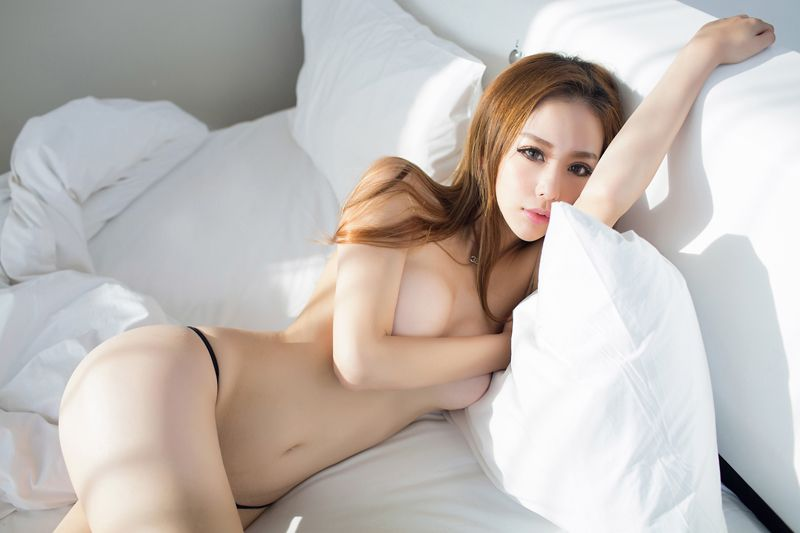 Pros and Cons of New York Asian Escorts